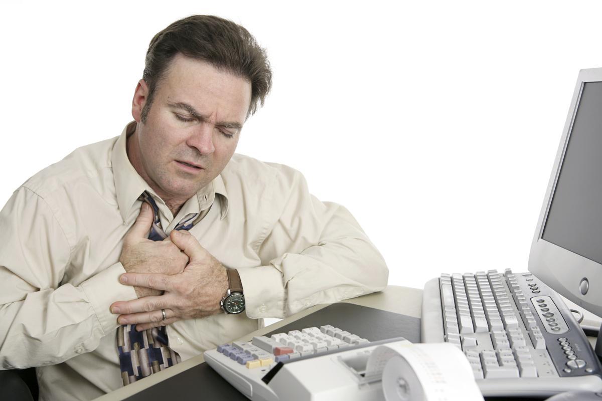 Может ли сдавленность в груди быть признаком инфаркта?