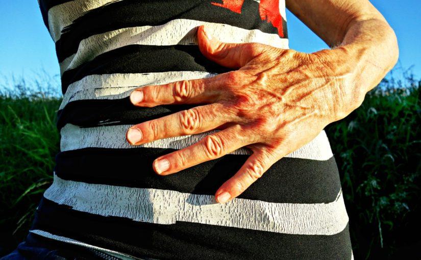 Сильная боль в правой верхней части живота после еды — причины