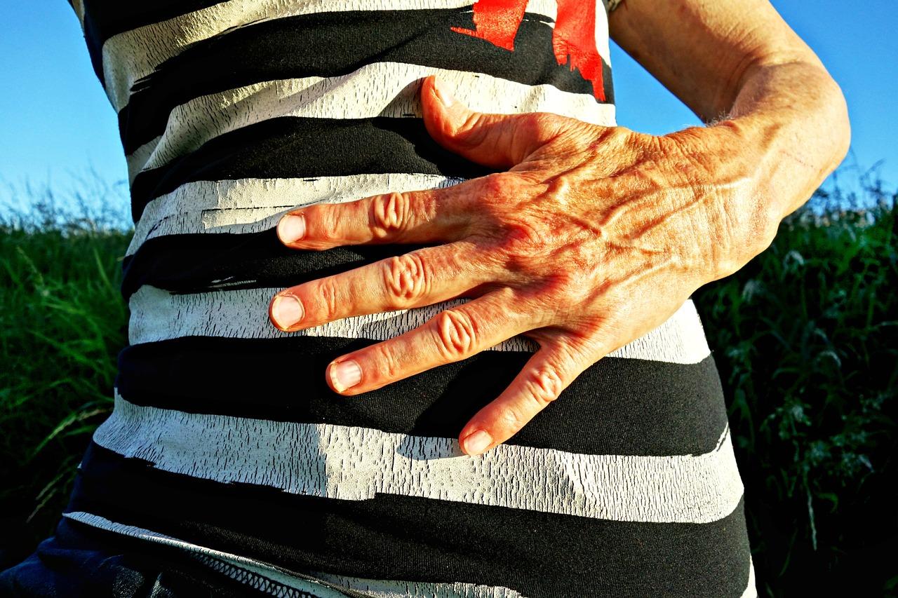 Сильная боль в правой верхней части живота после еды