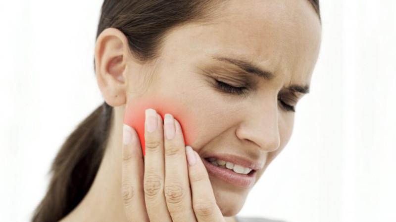 В чем причина внезапной резкой боли в челюсти посреди ночи