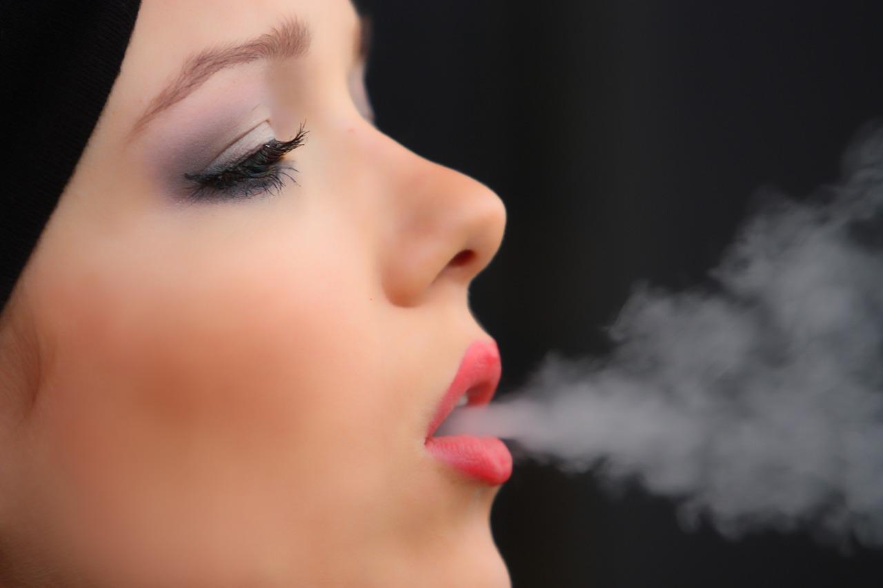 Что может быть причиной плохого запаха изо рта?