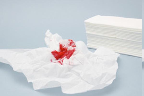 Кровь из носа при сморкании