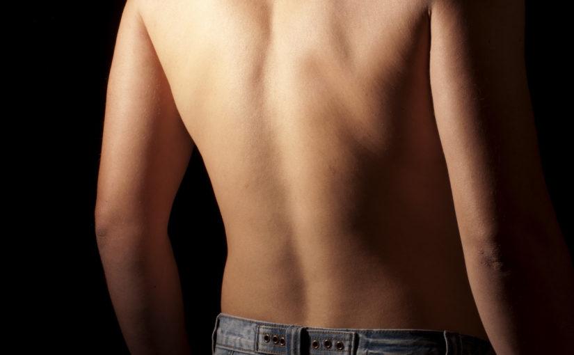 Что может вызвать покалывание в спине?