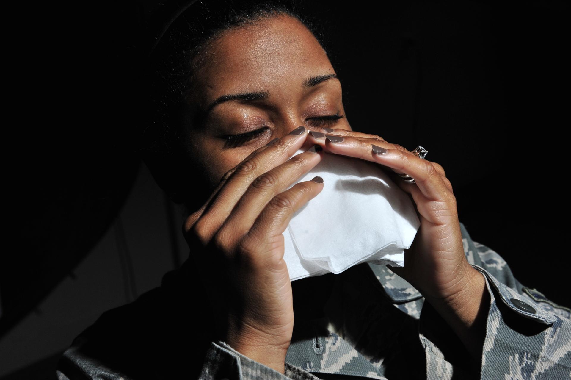 Боль в груди при чихании - 11 причин