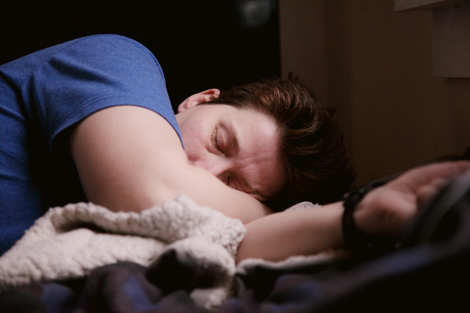 Почему по утрам заложен нос