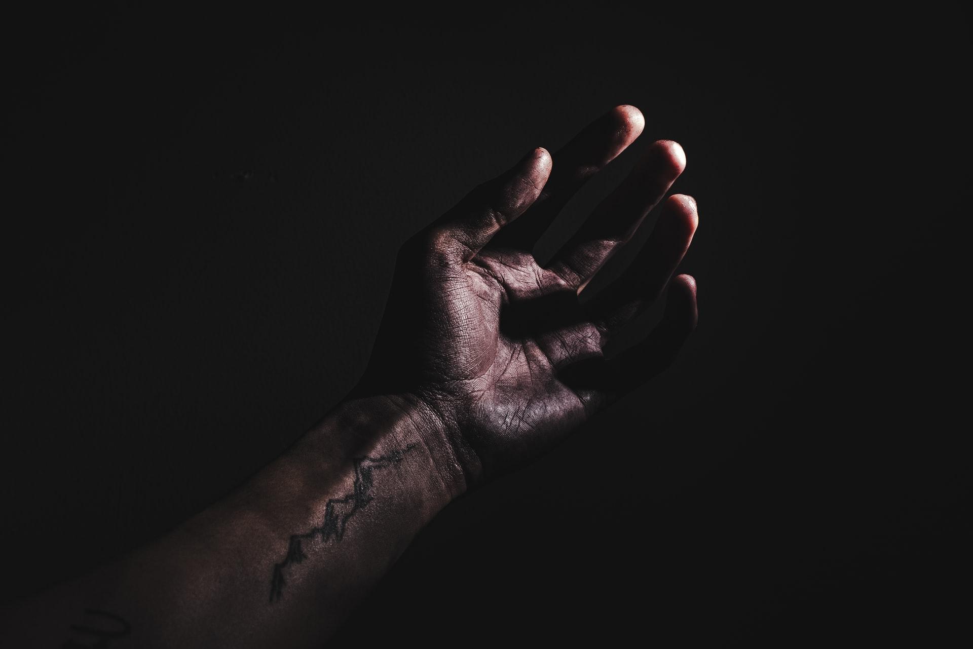 Что может вызвать боль и онемение левой руки