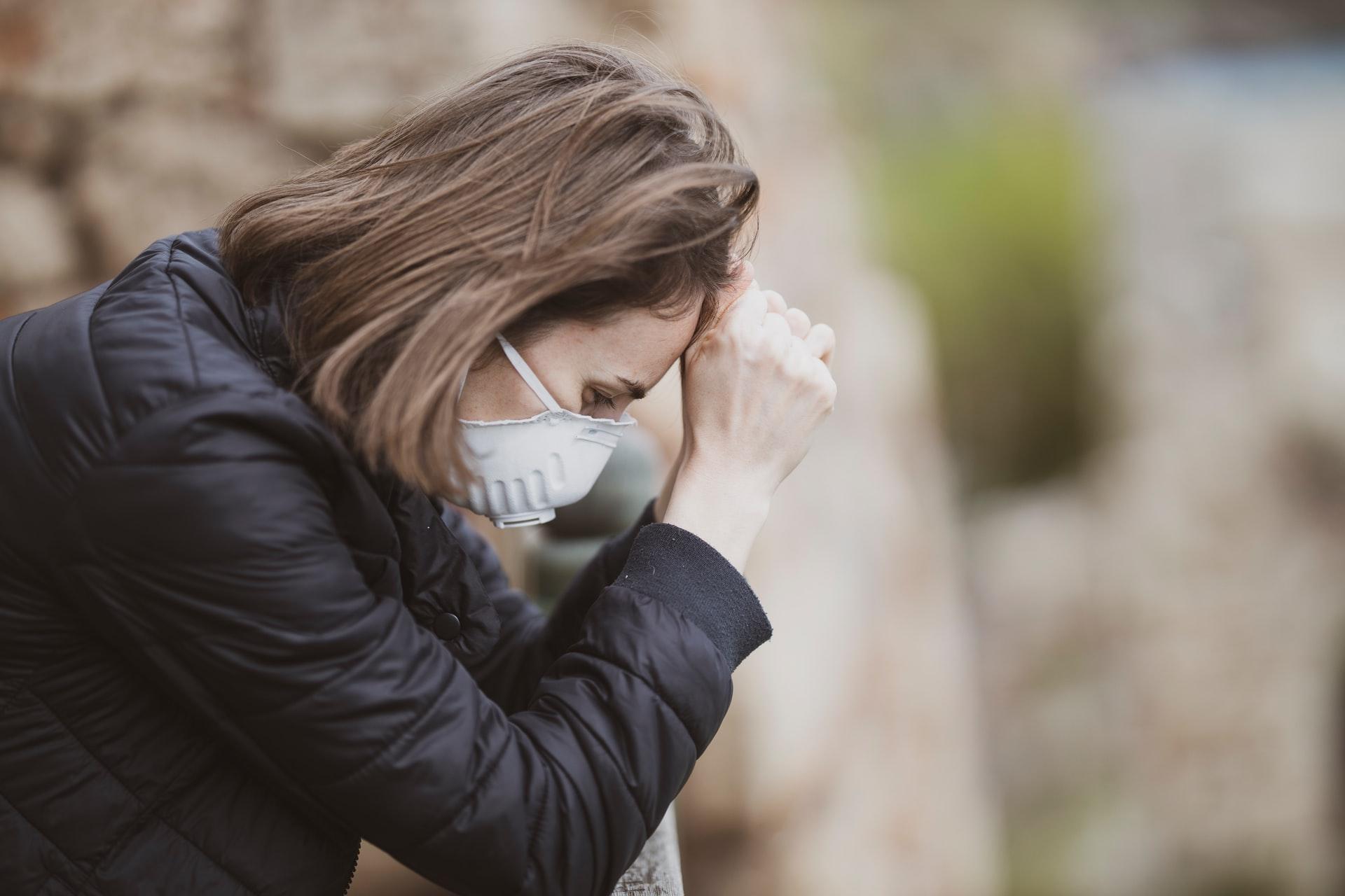 Боль в груди при чихании — 11 причин